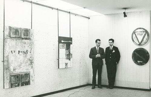 Con-su-hermano-Carlos-en-la-exposicion-del-Ateneo-de-madrid-1966